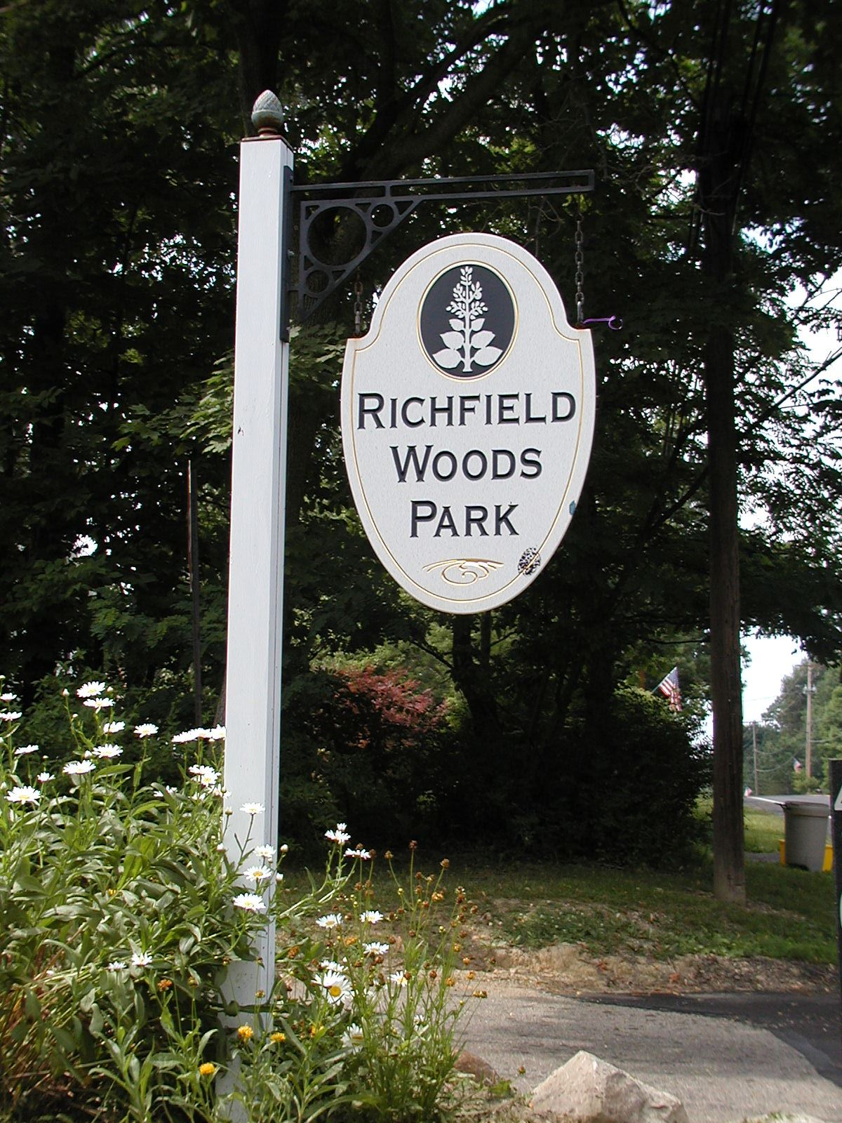 Richfield Woods Sign 004